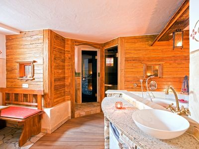 Our wellness area wih Sauna, steam bath and Jacuzzi